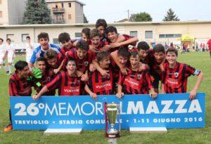 La Stezzanese festeggia la riconquista del primo posto